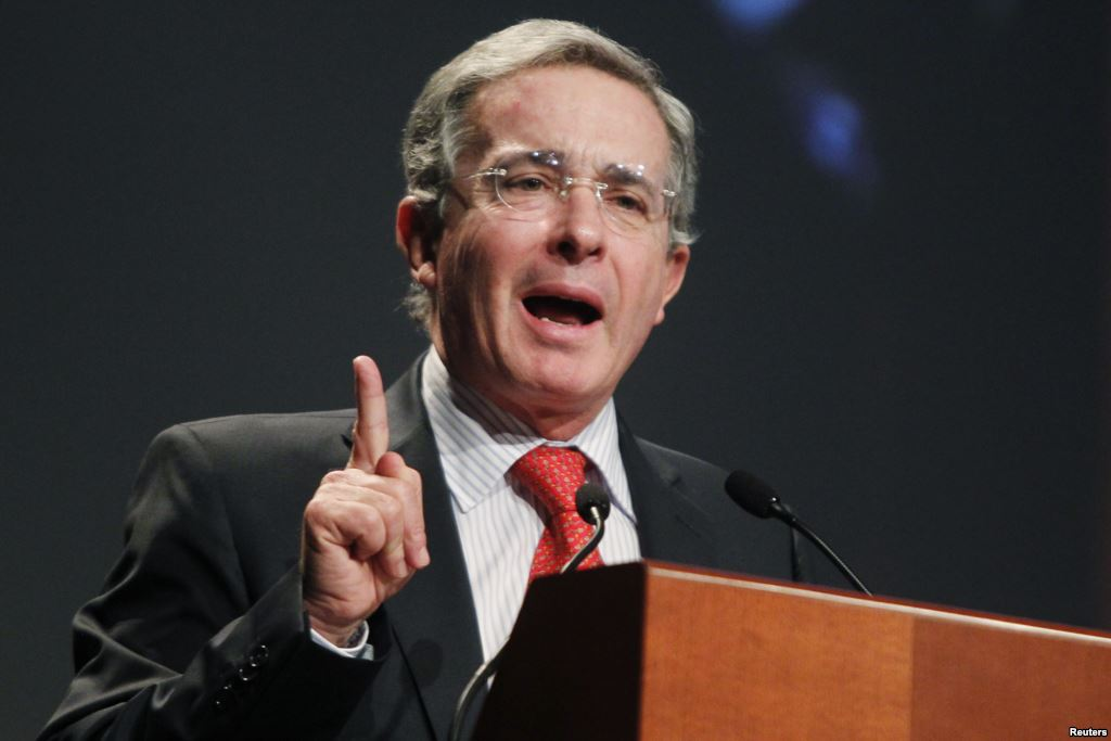 El ex presidente Álvaro Uribe no podría ser juzgado por el nuevo tribunal de paz.