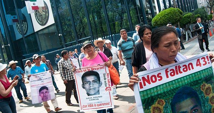 Padres de 43 desaparecidos de Ayotzinapa